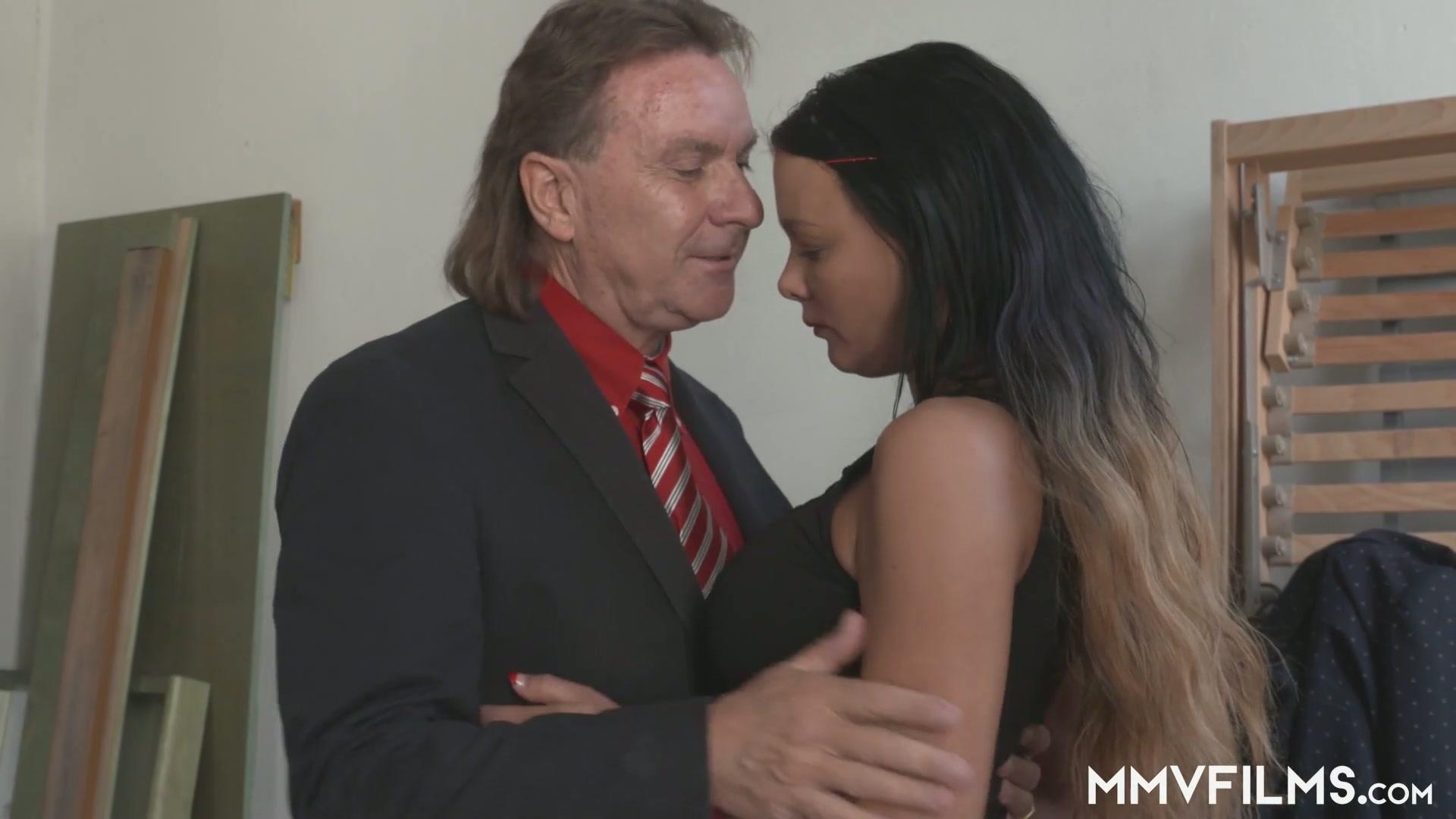 milf anal skachat