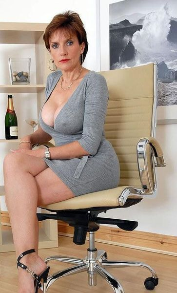 sonia in lady fetish office