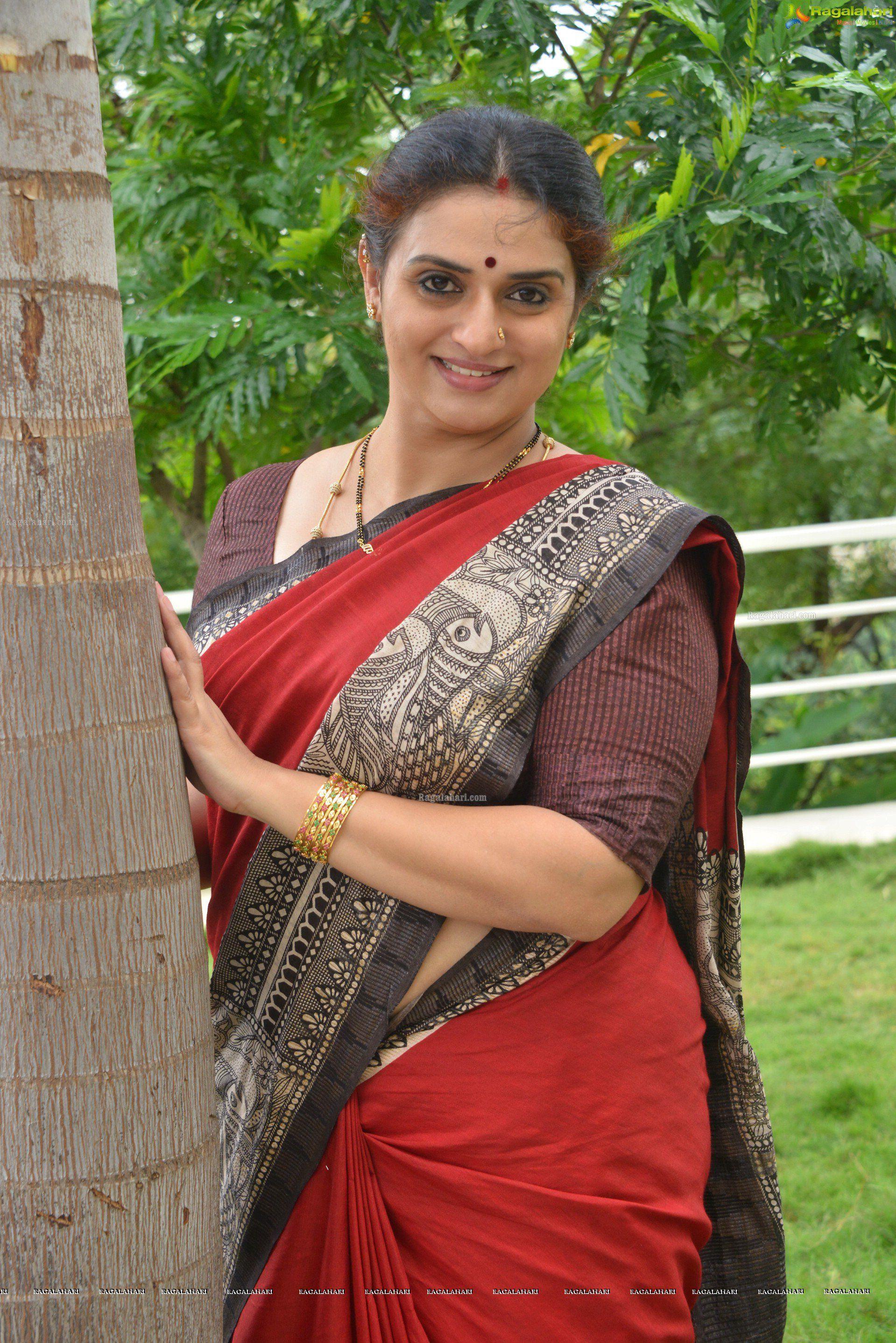 pavithra hot pics